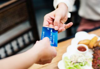 6 Reasons why Paying with Credit Card is better than Paying with Cash