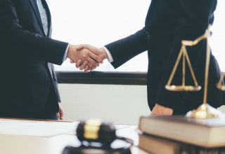 How Do I Find a Good Business Lawyer Near Me?