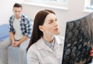 Careers in Medicine: How to Become a Neurologist