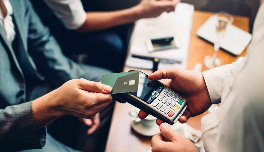 Credit cards help you save money while shopping online
