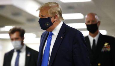 trump wears mask
